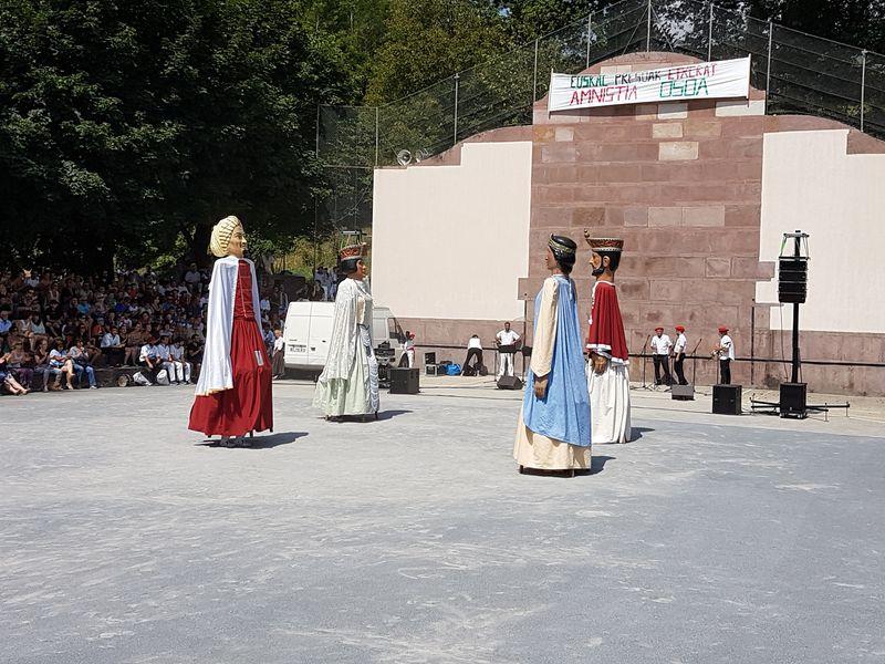 fête folklorique à St Etienne de Baïgorry