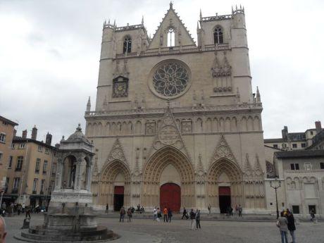 10- La cathédrale St Jean, primatiale des Gaules