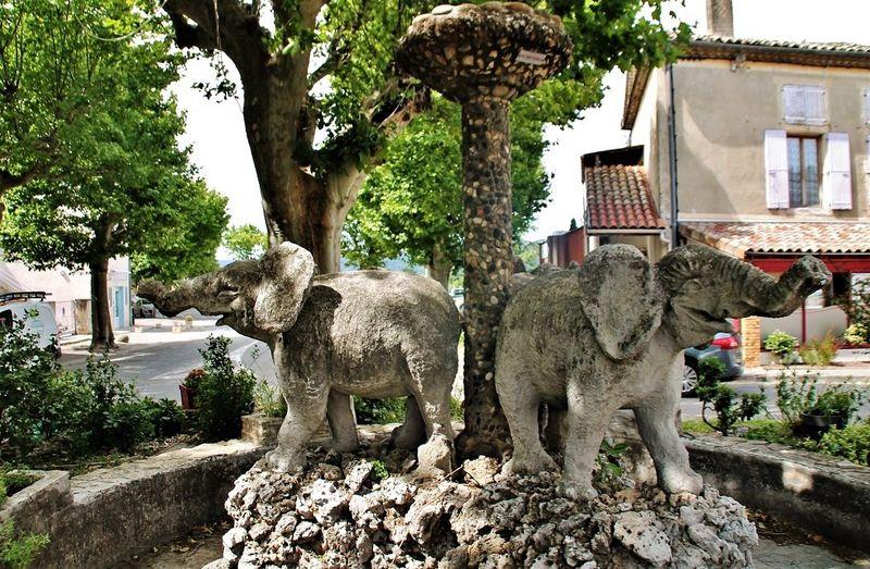 La Fontaine Aux Eléphants De Cléon-d'Andran