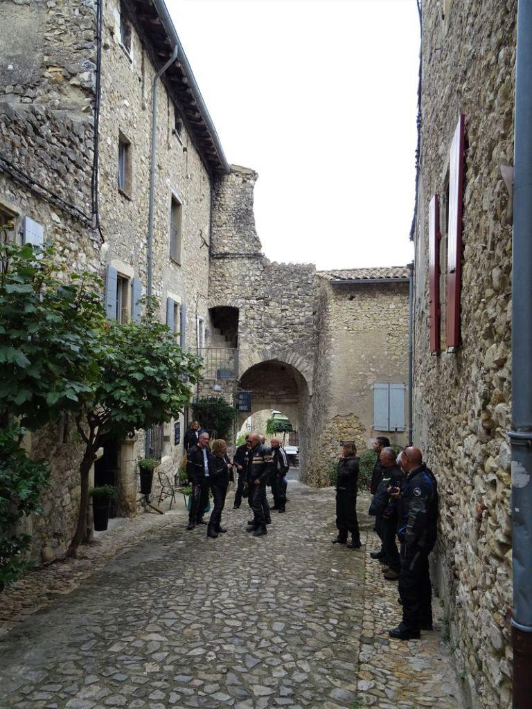 en  visite du joli petit village de Mirmande