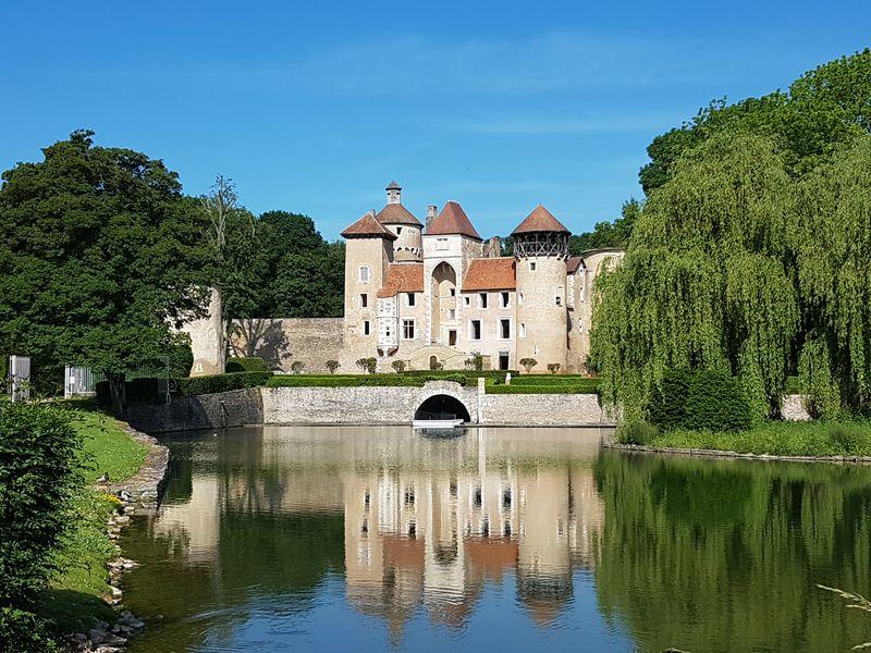 un beau château et son parc sur notre trajet