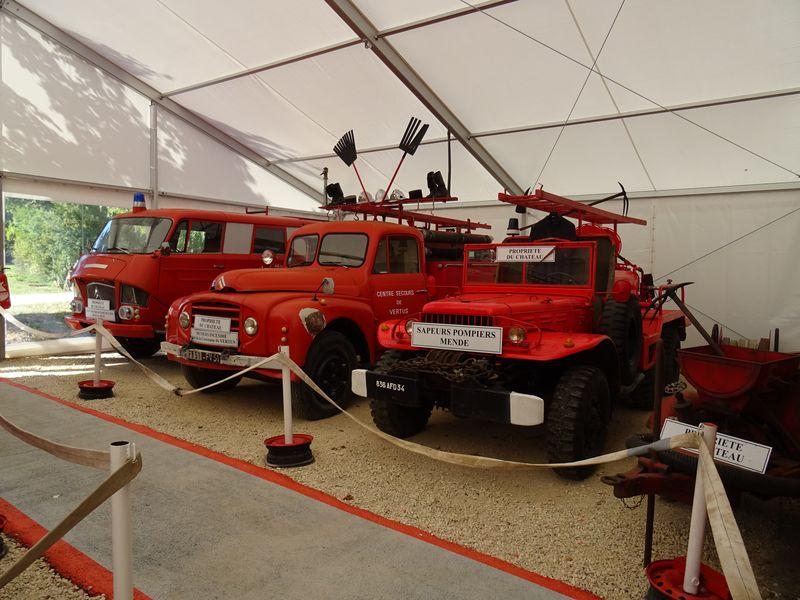 des véhicules des pompiers en très bel état.