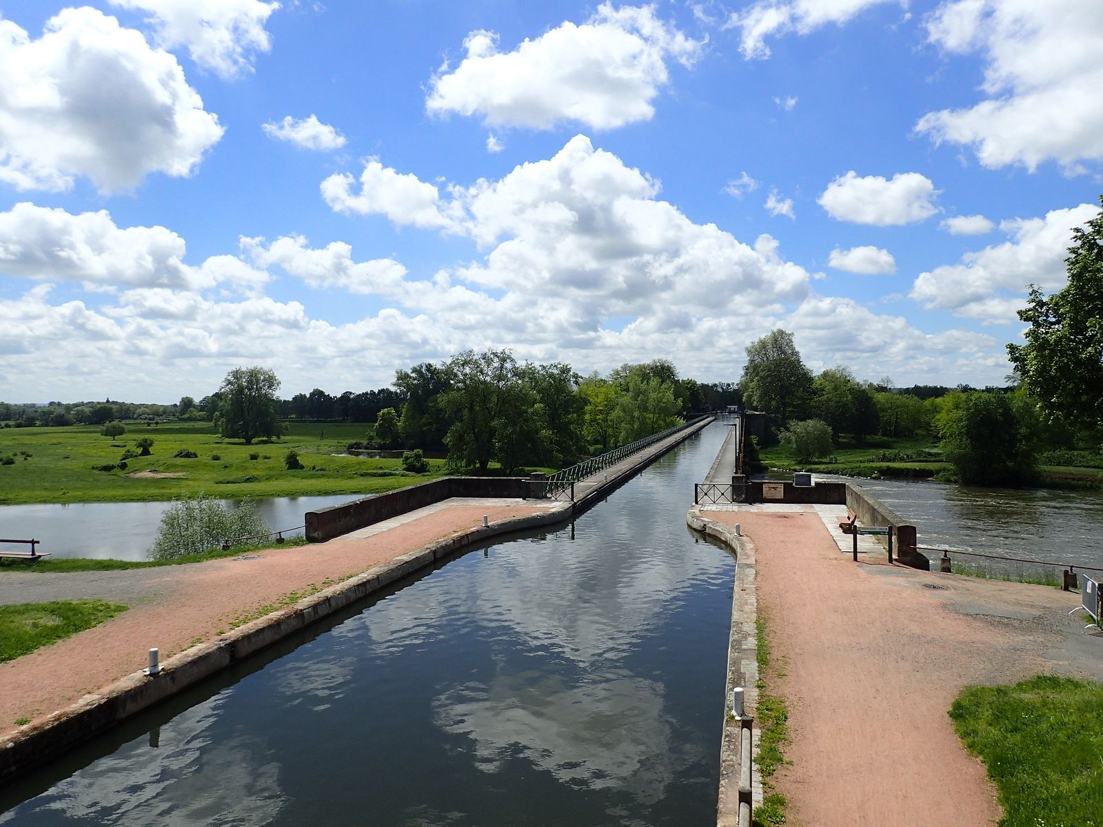 Le canal à Digoin