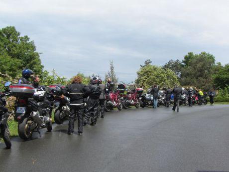 Le groupe de motards après la pluie